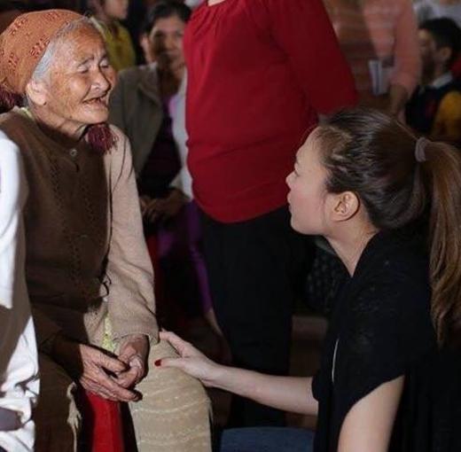 [Tết 2015] Mỹ Tâm chăm chỉ đi từ thiện, Tóc Tiên bật mí hát tặng cộng đồng LGBT