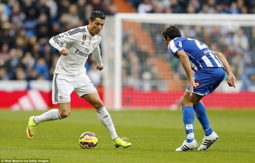 Cristiano Ronaldo là cầu thủ thu hút được nhiều sự chú ý nhất không chỉ bởi anh là chủ nhân của Quả bóng vàng, mà vì người hâm mộ muốn biết CR7 sẽ thể hiện phong độ nào sau màn trình diễn nhạt nhòa trước Atletico và vụ mở tiệc sinh nhật.
