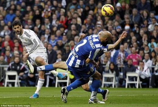 Tuy nhiên, sự nuối tiếc của người hâm mộ Real cũng sớm được giải tỏa bởi phút 23, Isco đưa Real vượt lên dẫn trước bằng bàn thắng rất đẹp mắt.