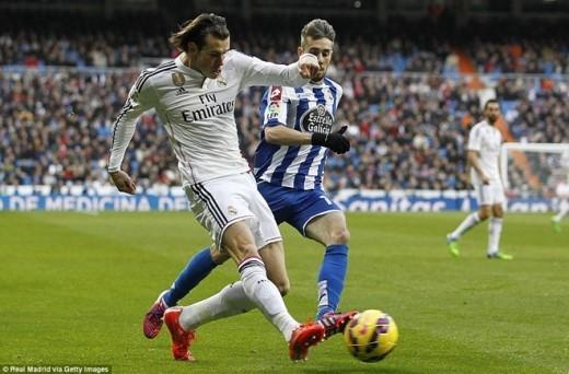 Tuy nhiên, những pha dứt điểm của Bale, Ronaldo và Benzema hoặc không đi vào lưới của Deportivo hoặc bị thủ thành Fabricio cản phá.