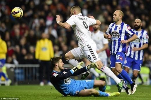 Phút 73, sau đường chuyền của Ronaldo, Benzema băng vào dứt điểm nhân đôi cách biệt cho Kền kền trắng.