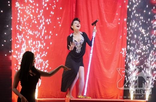 Chi Pu và Georgi sẽ trở thành Deena Jones và ông bầu Curtis của thập niên 60 trong vở nhạc kịch Dream Girl. Câu chuyện được kể khi Deena Jones được chọn làm ca sĩ hát chính và ngay sau đó trở thành người tình mới của ông bầu. - Tin sao Viet - Tin tuc sao Viet - Scandal sao Viet - Tin tuc cua Sao - Tin cua Sao