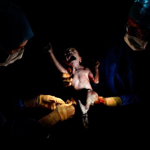 [Tết 2015] Ấn tượng mạnh với bộ ảnh ghi lại khoảnh khắc vừa ra đời của trẻ sơ sinh