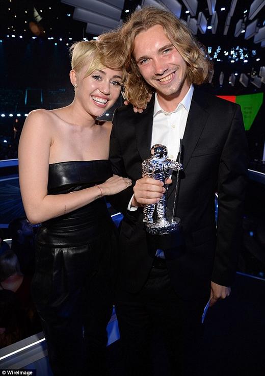 Anh chàng vô gia cư mà nữ ca sĩ 22 tuổi đã đem đến lễ trao giải âm nhạc vào năm ngoái.