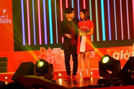 Min và Nhật Minh nhìn nhau đầy ngọt ngào - Tin sao Viet - Tin tuc sao Viet - Scandal sao Viet - Tin tuc cua Sao - Tin cua Sao
