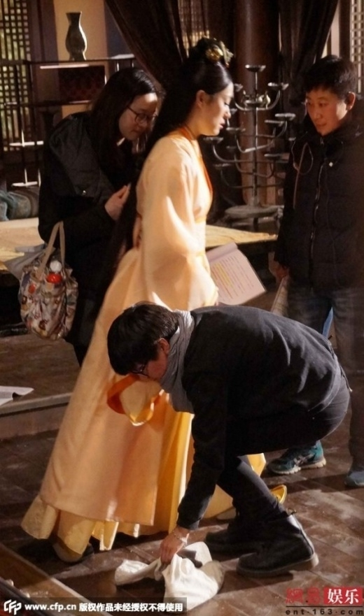 [Tết 2015] Những mỹ nhân Hoa ngữ hành hạ nhân viên, bắt cung phụng như bà hoàng