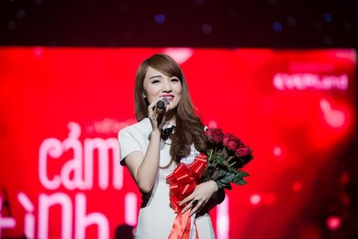 [Tết 2015] Nhật Thủy say sưa hát về tình yêu - Tin sao Viet - Tin tuc sao Viet - Scandal sao Viet - Tin tuc cua Sao - Tin cua Sao