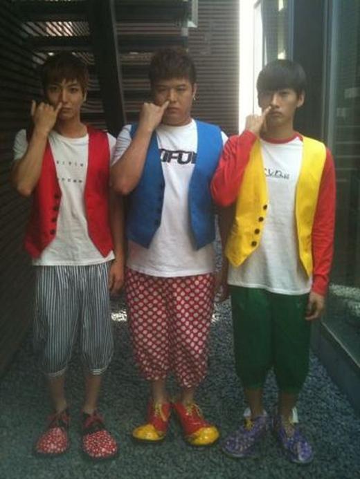 Leeteuk và Shindong cũng không hề kém cạnh anh em