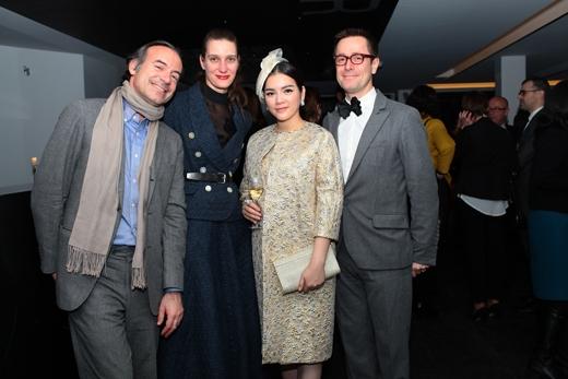 Sự kiện triển lãm Mở nút thời trang quy tụ rất nhiều Nhà thiết kế thời trang nổi tiếng tại Pháp. - Tin sao Viet - Tin tuc sao Viet - Scandal sao Viet - Tin tuc cua Sao - Tin cua Sao