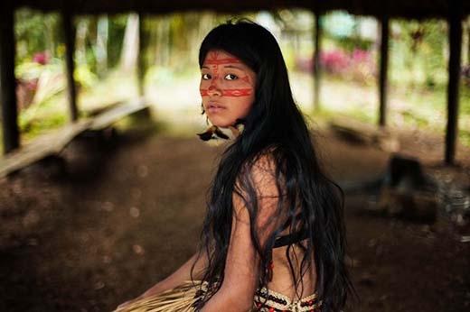 Nữ thổ dân vùng rừng Amazon