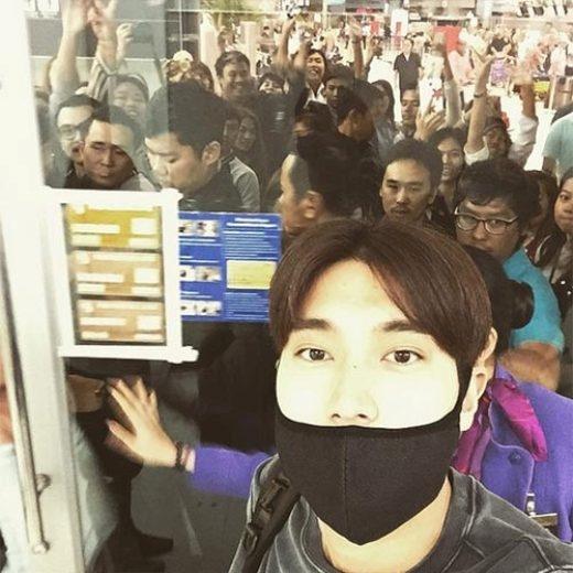 """Siwon đăng ảnh chào tạm biệt fan Thái: """"Cuối cùng cũng xong. Cám ơn tất cả những E.L.F xinh đẹp tại Thái Lan. Các bạn lúc nào cũng đáng yêu. Cám ơn lần nữa nhé. Ciao""""."""