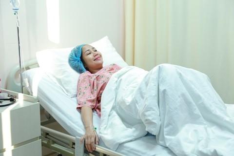 Ngày 8/2/2015, gia đình nữ MC Ốc đã vỡ òa trong niềm vui khi hạ sinh bé trai tại bệnh viện Quốc tế Thành Đô, TP.HCM. Tết Ất Mùi năm nay, món quà Chúa ban tặng cho gia đình Ốc sẽ đón tết bên bố mẹ cùng hai bé Coca và Cola. - Tin sao Viet - Tin tuc sao Viet - Scandal sao Viet - Tin tuc cua Sao - Tin cua Sao