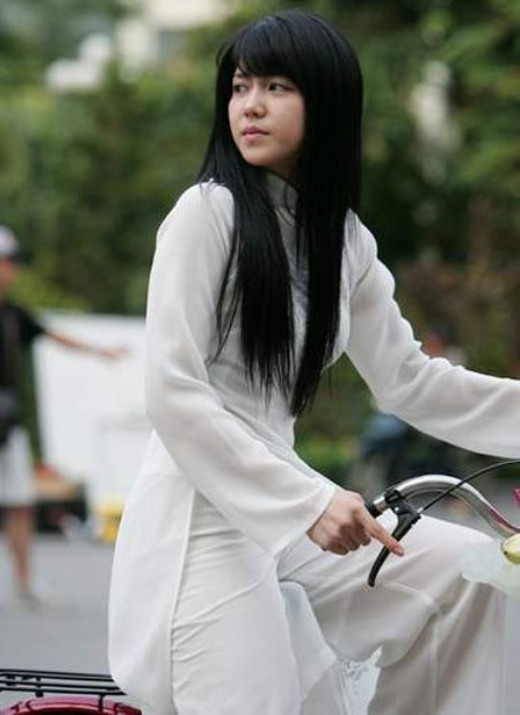 Ngắm sao châu Á duyên dáng trong tà áo dài Việt Nam
