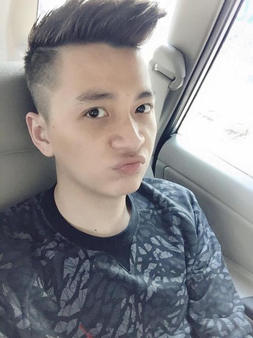 Ngô Kiến Huy phụng phịu vì lại thêm một cái Tết nữa anh xa gia đình vì bận lưu diễn.