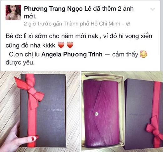 Angela Phương Trinh cùng gia đình dạo chợ hoa ngày Tết, cô cũng vừa lì xì sớm cho em gái của mình một chiếc ví hàng hiệu.