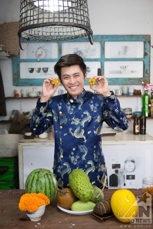 Năm nay thay vì chọn trái sung, Gin đã chọn một loại trái cây mới là trái dư để có một mâm ngũ quả: Cần - Dừa - Đủ - Xài - Dư
