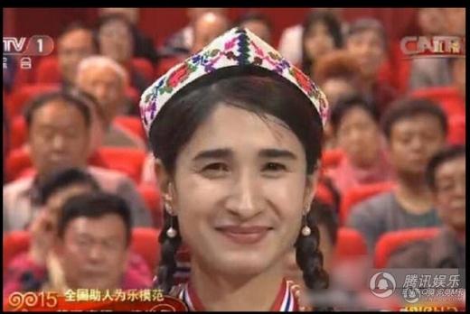 Gương mặt nam tính như đàn ông của người phụ nữ đến từ tỉnh Tân Cương gây sốc khi ngay xuất hiện trên truyền hình quốc gia
