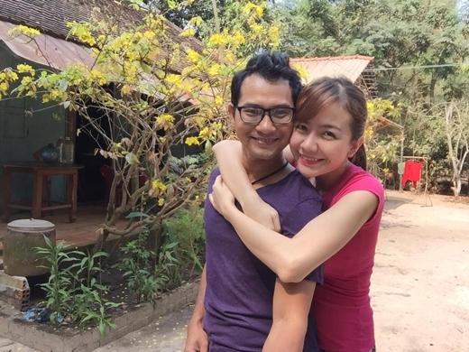 """Vợ chồng Huỳnh Đông về quê ăn Tết vào ngày mùng 1: """"Chúc bà con cô bác anh chị em năm mới nhìêu sức khoẻ,vui vẻ,bình an và vạn sự như ý hén!"""""""