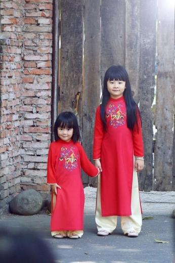 Người hâm mộ nhận xét, hai con gái Bình Minh ngày càng xinh xắn với những nét đẹp tổng hoà từ bố và mẹ.
