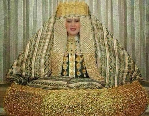 Váy cưới bằng vàng giá 640 tỷ của công chúa Ả Rập.
