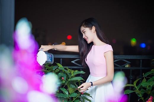 Huyền My luôn tự tay chăm chút cho từng chậu hoa, cây cảnh trong nhà. - Tin sao Viet - Tin tuc sao Viet - Scandal sao Viet - Tin tuc cua Sao - Tin cua Sao