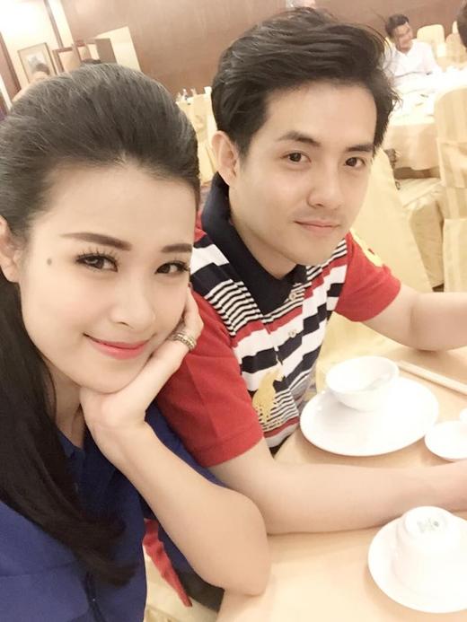 [Tết 2015] Đông Nhi xinh đẹp bên Ông Cao Thắng, Angela Phương Trinh khoe lộc cùng Lan Ngọc