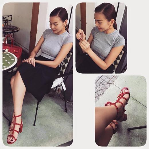 """Thanh Hằng """"e lệ"""" chờ người yêu ngày xuân. Chân dài đăng tải hình ảnh đáng yêu của mình, cô có một cuộc hẹn cà phê ngày đầu xuân."""