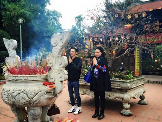 Trang Nhung đi lễ chùa