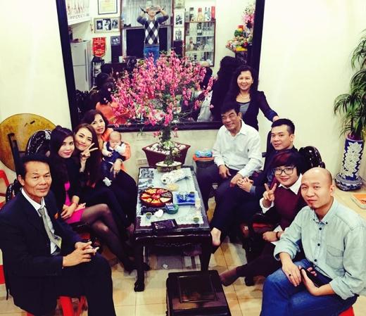 Hồng Quế khoe ảnh hạnh phúc bên gia đình ngày Tết