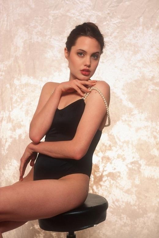 Những hình ảnh chưa từng công bố thời bê tha quyến rũ của Angelina Jolie