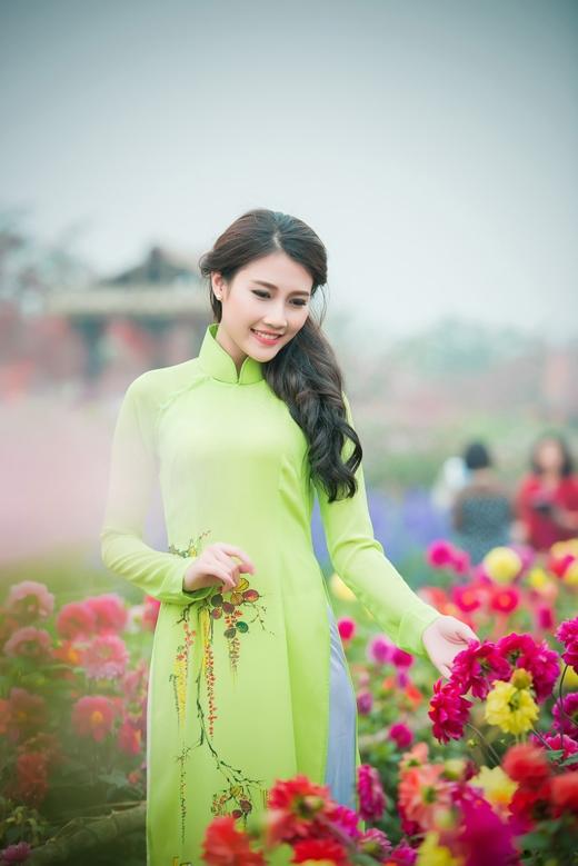 [Tết 2015] Người đẹp Thanh Tú khoe sắc bên vườn hoa xuân