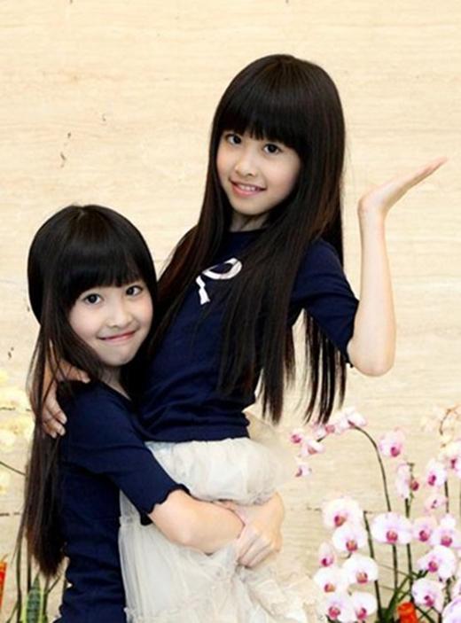 Năm 2006, hai cô gái Ma Jianqin và Ma Jianqi người Trung Quốc đã tham gia vào một cuộc thi hát. Và bất ngờ nổi tiếng ngay sau đó. Hiện hai cô gái song sinh đang xuất hiện rất nhiều trên truyền hình Trung Quốc.