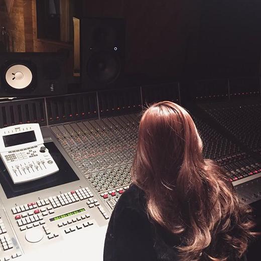Hình ảnh Jessica trong phòng thu tại New York gây chú ý với người hâm mộ