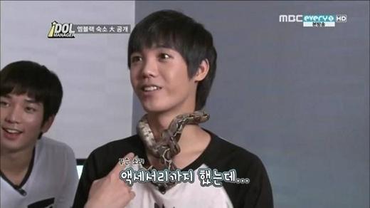 Mir (MBLAQ) có một sở thích khiến người khác phải rùng mình khi anh rất thích làm bạn với những loài động vật bò sát. Anh sở hữu hơn 4 loại rắn và một con cá sấu nhỏ.