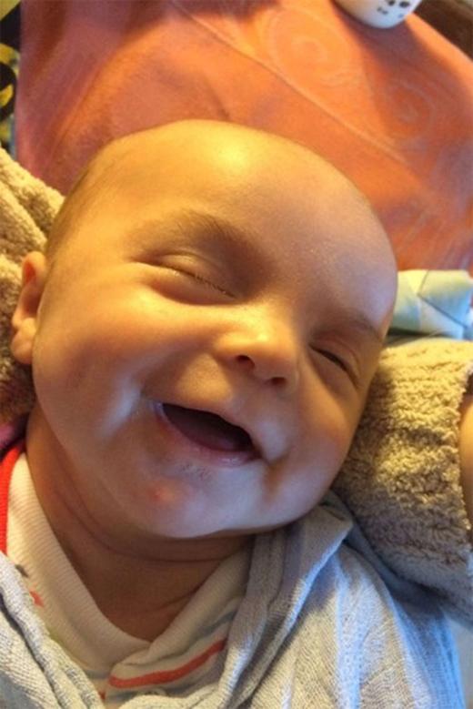 Đây là khuôn mặt của cậu bé Gabriel khi chưa qua chỉnh sửa.