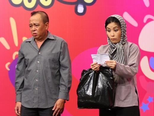 Tiểu Bảo Quốc (trái) và nghệ sĩ Kiều Oanh trong một tiểu phẩm hài. - Tin sao Viet - Tin tuc sao Viet - Scandal sao Viet - Tin tuc cua Sao - Tin cua Sao