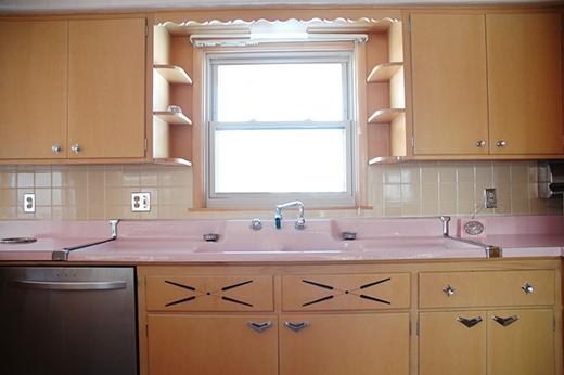 Kỳ lạ căn bếp màu hồng tồn tại hơn 50 năm