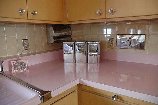 Điều ấn tượng đầu tiên bạn có thể thấy, là căn bếp ngập tràn màu hồng pastel.