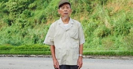 Cụ Lục Bình Lợi, 90 tuổi, ở xã Bản Lầu, huyện Mường Khương (Lào Cai) - người có nhiều thành tích trong phong trào toàn dân bảo vệ An ninh Tổ quốc.