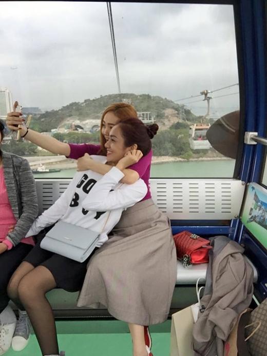 Vợ chồng Kim Hiền lên kế hoạch có con, Hà Hồ tươi tắn lì xì Thanh Thúy