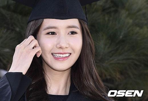 Yoona rạng rỡ trong ngày tốt nghiệp đại học