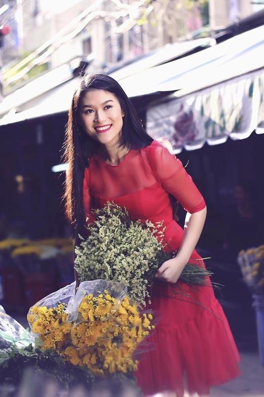 Ngọc Thanh Tâm tươi tắn đi chợ hoa đầu xuân