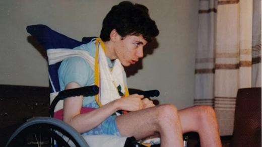Chàng trai bị mắc kẹt trong cơ thể mình suốt 12 năm