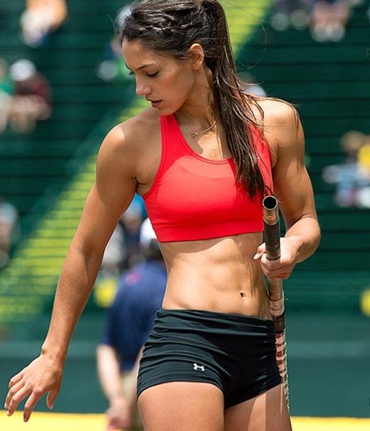 Ngắm nữ vận động viên nhảy sào hấp dẫn nhất thế giới