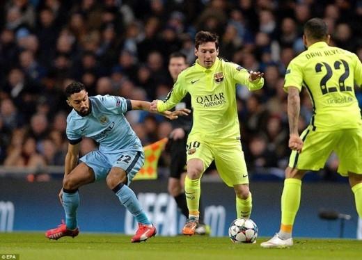 Dù thi đấu trên sân đối phương song Barca vẫn hoàn toàn chiếm ưu thế ngay sau tiếng còi khai cuộc. Sau hơn 10 phút dồn ép, đội quân của HLV Luis Enrique đã có được bàn mở tỷ số.