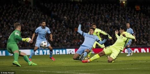 Phút 30, tỷ số tiếp tục được nâng lên 2-0 cho đội khách. Messi là người châm ngòi bàn thắng khi đi bóng dũng mãnh trước khi chuyền cho Alba bên cánh trái. Hậu vệ người Tây Ban Nha sau đó căng ngang vào trong, tạo điều kiện để Luis Suarez lao vào xoạc bóng làm tung lưới đội chủ nhà lần thứ 2.