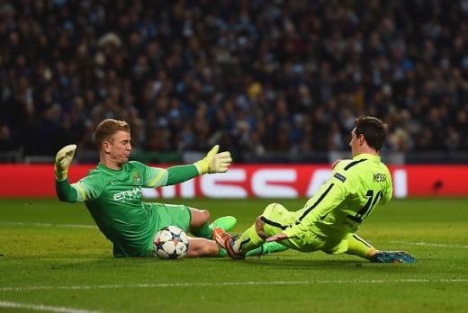 Phút 36, thủ thành Joe Hart kịp thời băng ra truy cản pha băng vào dứt điểm của Messi, giúp Man City tránh khỏi bàn thua thứ 3.