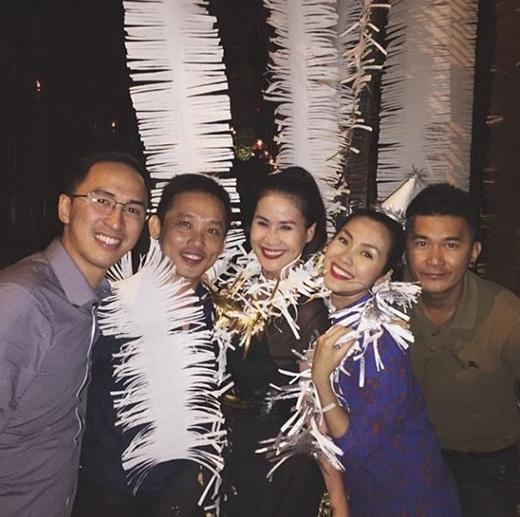 Tăng Thanh Hà khệ nệ bụng bầu đi mừng tiệc tân niên - Tin sao Viet - Tin tuc sao Viet - Scandal sao Viet - Tin tuc cua Sao - Tin cua Sao