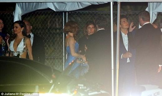 Miranda Kerr diện váy gợi cảm, ngó lơ chồng cũ
