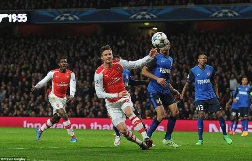 Lợi thế sân nhà giúp Arsenal có được thế trận rất tốt. Tuy nhiên, ở những tình huống quyết định, các Pháo thủ lại thiếu độ chuẩn xác cần thiết.